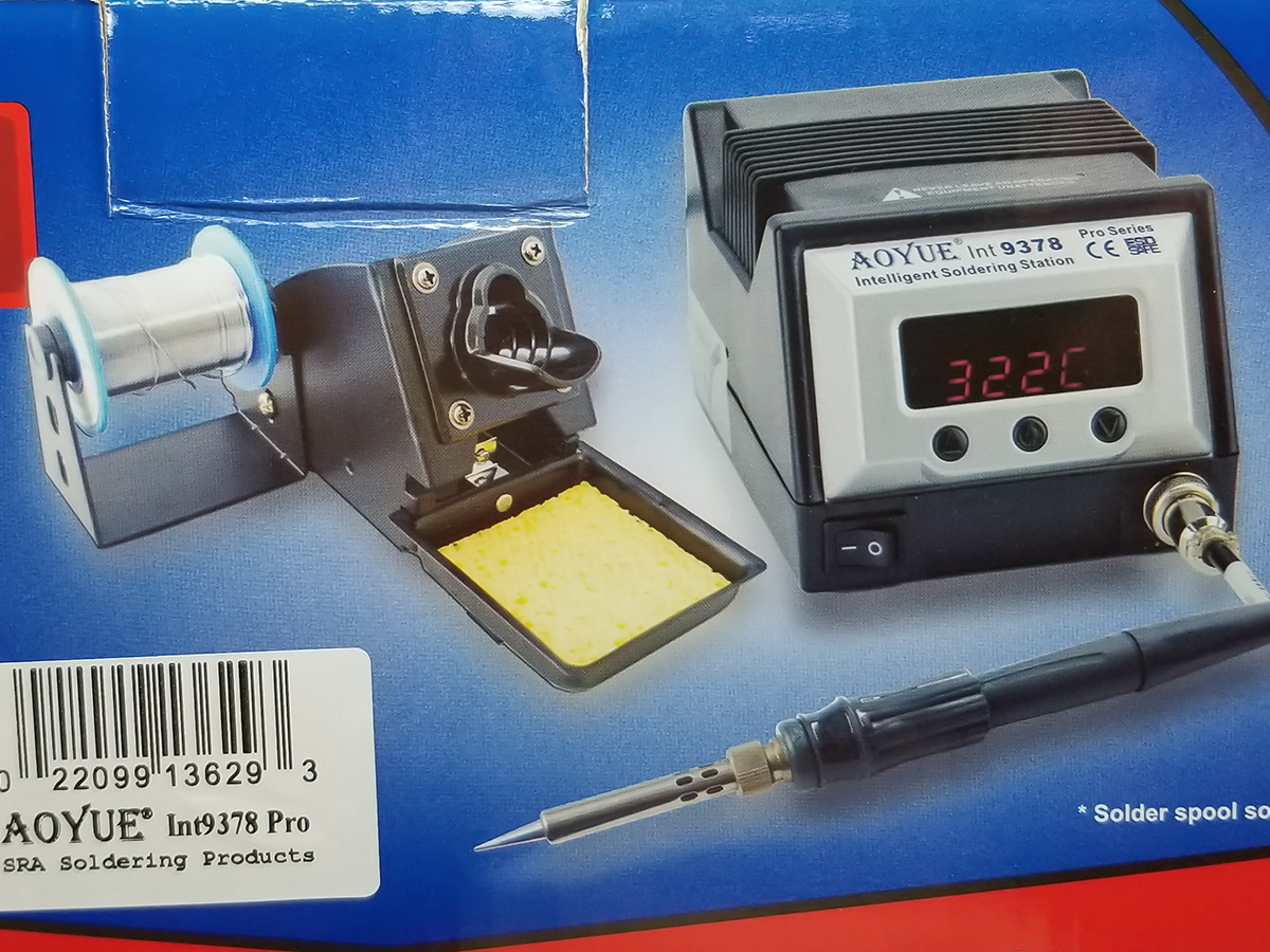 Box packaging display of the Aoyue Soldering Station.